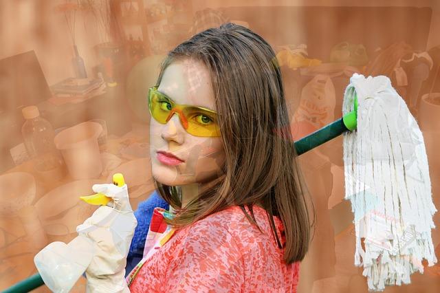 dívka na úklid.jpg