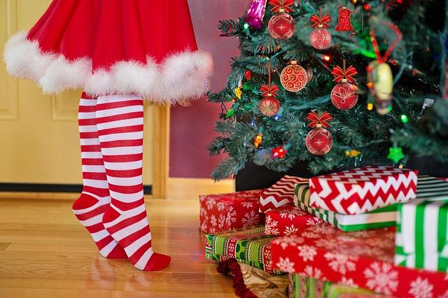 zdobení vánočního stromu.jpg
