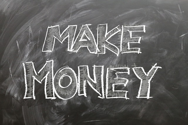vydělat peníze